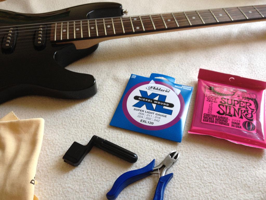 Einfache Anleitung zum E-Gitarre Saitenwechsel
